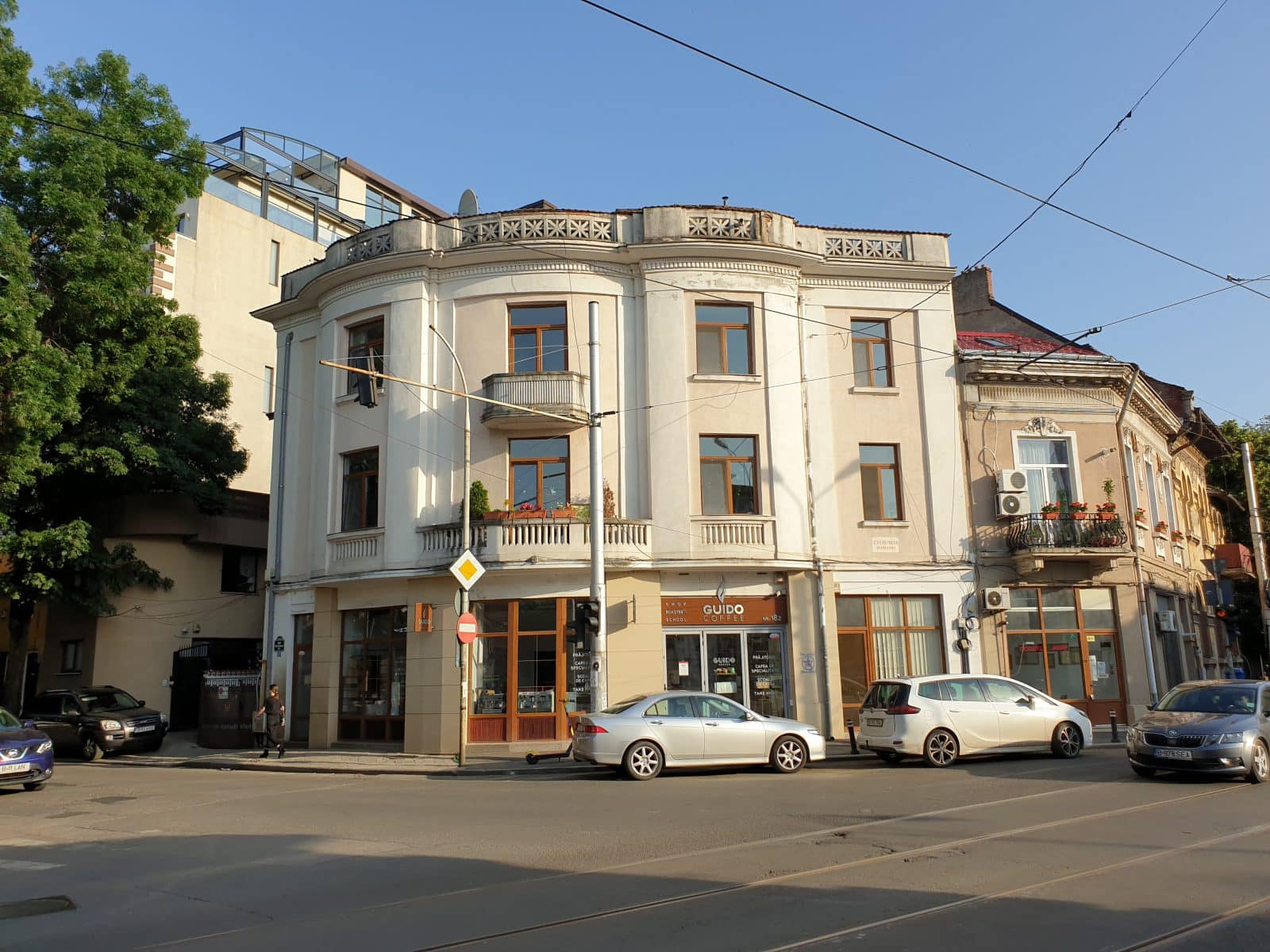 """The building, where the project happens, is on Viitorului, meaning """"Future""""street."""
